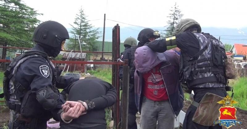 Организаторов нарколаборатории задержали в Магадане (Видео)