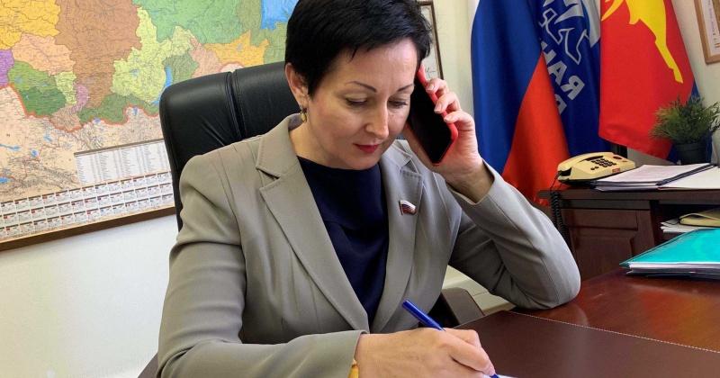 Оксана Бондарь провела дистанционный прием колымчан в рамках региональной недели