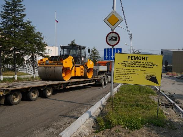 Дороги ещё нет, а замечания уже есть: представители минтранса проверили ход ремонта дорожных участков в Магадане