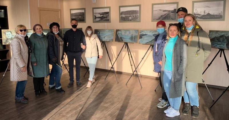 За семь дней 395 человек посетили выставку репродукций картин из серии «Имя на карте» в парке Маяк