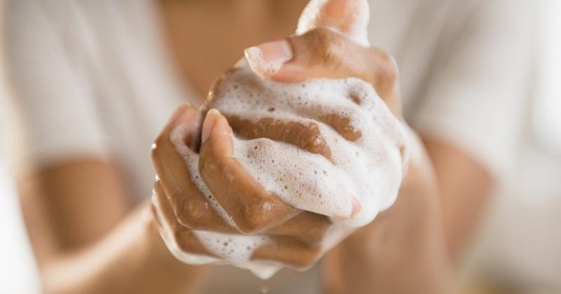 Мытьё рук с мылом - важный элемент профилактики коронавирусной инфекции в Магадане