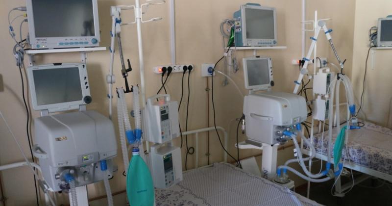 Две недели магаданские медики боролись за жизнь молодой мамы из поселка Ола, но безуспешно – женщина скончалась от COVID-19