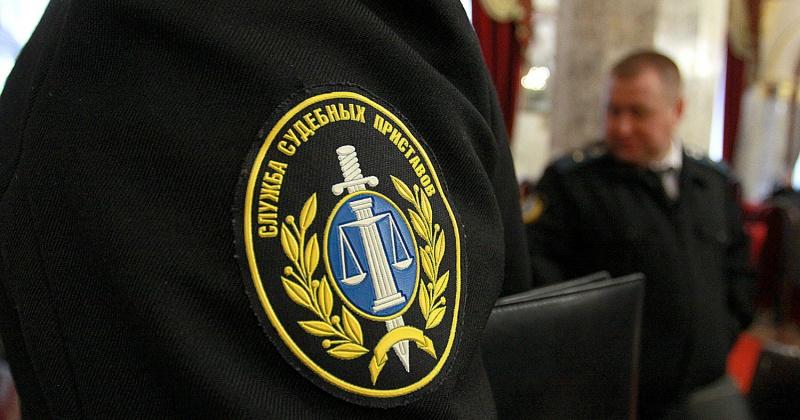 Магаданец отработал 240 часов дворником за неуплату административных штрафов за нарушение ПДД