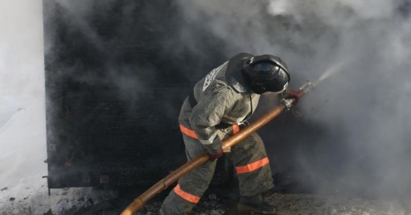 Огнеборцы города Сусумана ликвидировали загорание гаража