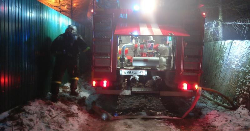 Пожарные Магадана ликвидировали загорание жилого дома по улице Брусничной