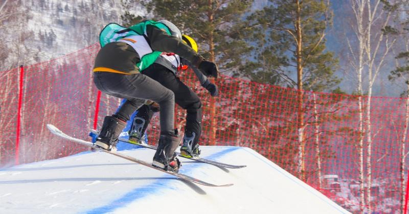 «Золото» и «серебро» завоевали спортсмены из Магадана на Всероссийских соревнованиях по сноуборду