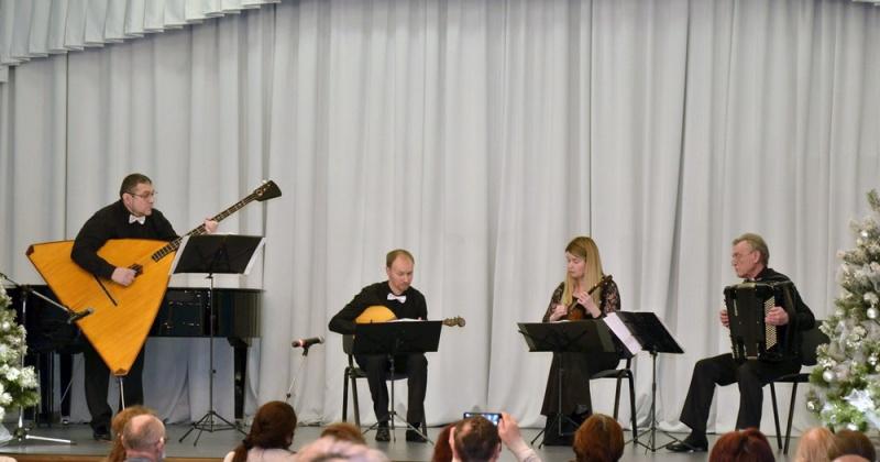 Выступлением ансамбля народных инструментов «Арт-квартет» завершился цикл концертов «Музыки зимний узор…» в Магадане