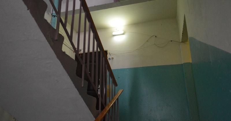 Зимой два раза в неделю в подъездах домов Магадана должна проводиться сухая уборка, подметание, летом - мойка по графику