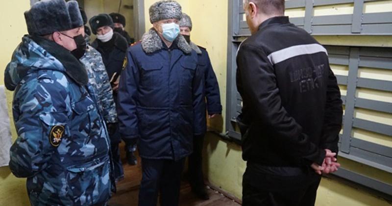 Быт заключенных в колонии общего режима проверил начальник УФСИН России по Магаданской области