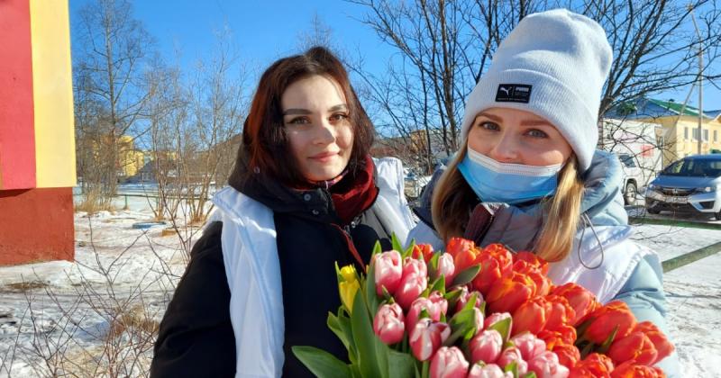"""""""Единая Россия"""" поздравила колымчанок с 8 марта"""