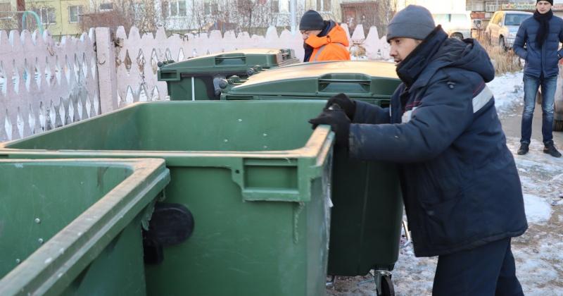 Более 320 новых баков для коммунальных отходов установили в Магадане