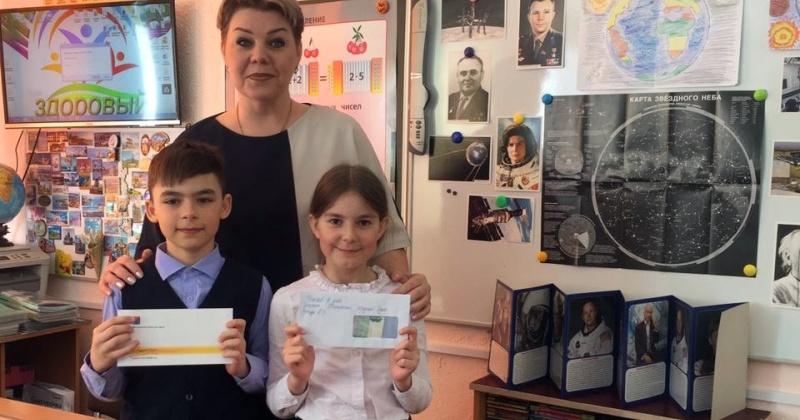 Евгений Салтанов вручил стипендии школьникам Сокола за успешное окончание третьей четверти