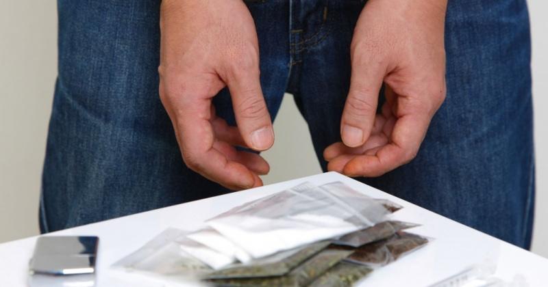 В Магадане полицейские задержали местного жителя при попытке осуществить закладки наркотических средств