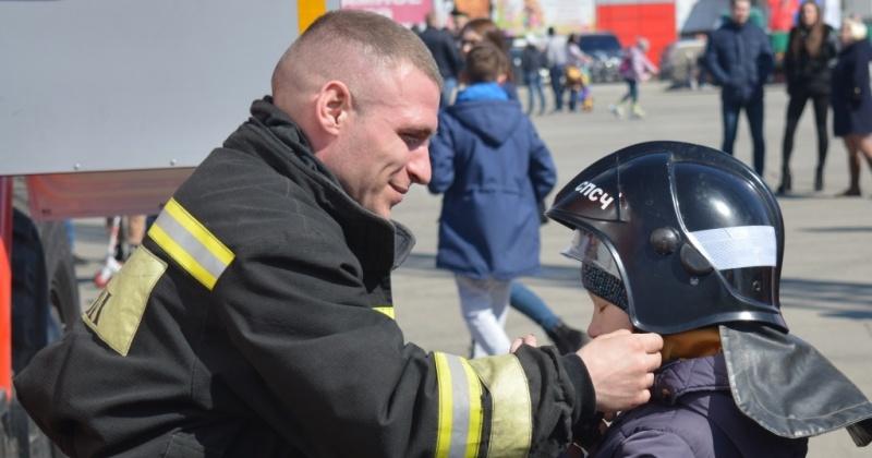 Магаданские пожарные приглашают горожан на свой праздник