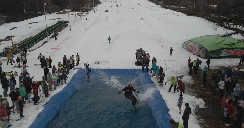 На выходных завершился горнолыжный сезон в Магадане