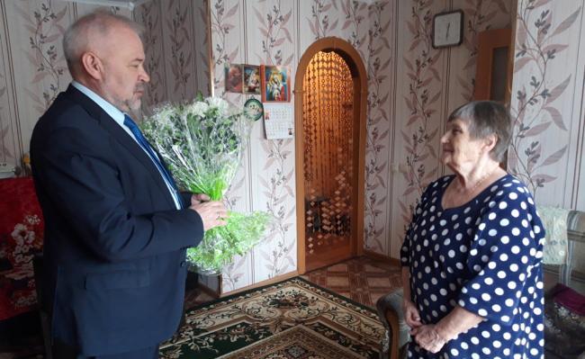 Андрей Зыков поздравил с юбилеем ветерана труда, «ребенка Великой Отечественной войны» Розу Эдуардовну Пенькову