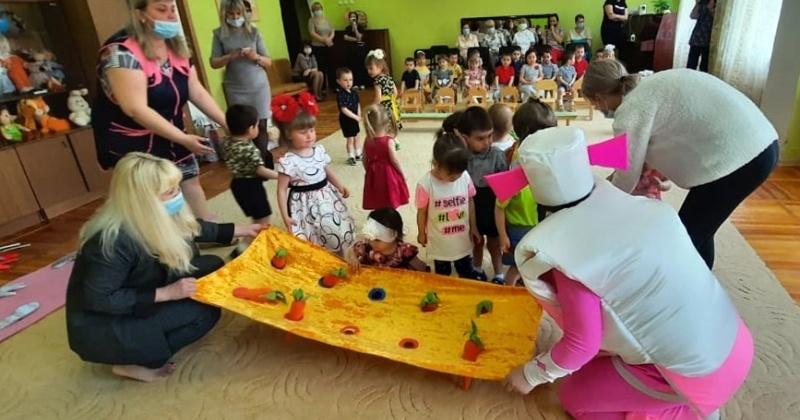 Виктория Голубева поздравила с Международным днем защиты детей воспитанников «дома малютки» и пациентов областной детской больницы