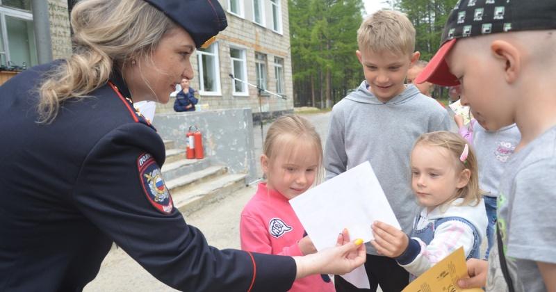 В Магаданской области в рамках акции «Безопасное лето» полицейские провели для ребят тематическую викторину