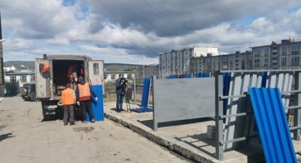 фото Комбинат зеленого хозяйства продолжает ремонт контейнерных площадок Магадана